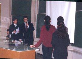 Do lado esquerdo da foto: Thiago Serra, Márcio Martino e Victor Ando.